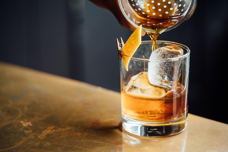 Пьем виски правильно: топ-8 лучших стаканов для благородного купажированного напитка